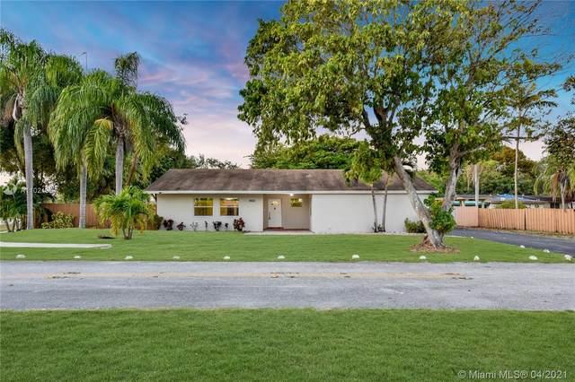8651 SW 123rd St, Miami, FL 33156 (MLS #A11021954) :: The Paiz Group