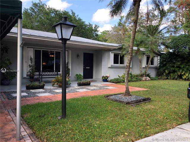 10261 SW 109th St, Miami, FL 33176 (MLS #A11024086) :: The Jack Coden Group