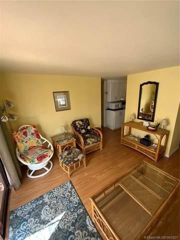 19 W Lake Dr, Pembroke Park, FL 33009 (#A11024341) :: Posh Properties