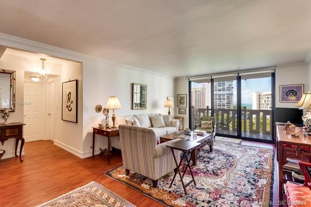 1121 Crandon Blvd E703, Key Biscayne, FL 33149 (MLS #A11024944) :: Berkshire Hathaway HomeServices EWM Realty