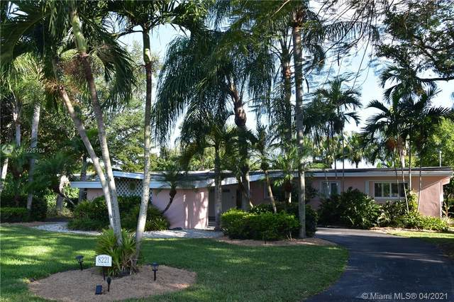 8221 SW 133rd St, Pinecrest, FL 33156 (MLS #A11025104) :: Albert Garcia Team