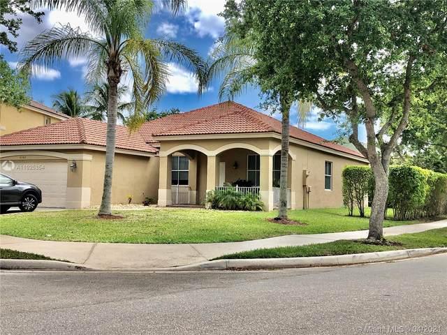 4102 Laurel Ridge Cir, Weston, FL 33331 (MLS #A11025354) :: The Howland Group