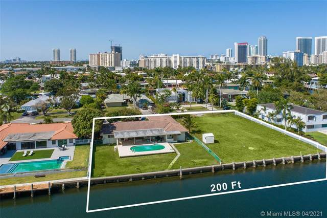 419 Alamanda Dr, Hallandale Beach, FL 33009 (MLS #A11025774) :: The Howland Group