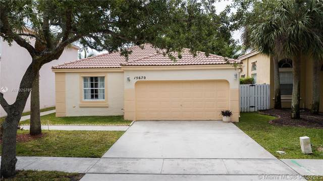 15670 NW 14th Ct, Pembroke Pines, FL 33028 (MLS #A11025785) :: The Riley Smith Group