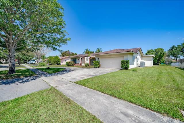 7011 SW 11th St, Plantation, FL 33317 (#A11026305) :: Dalton Wade