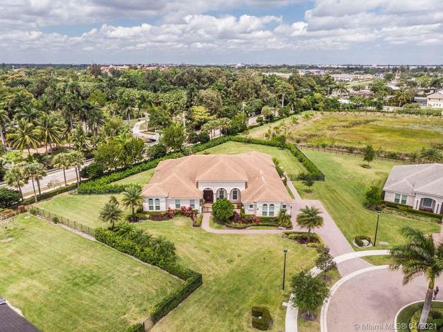 5795 N Sterling Ranch Dr, Davie, FL 33314 (MLS #A11026350) :: The Paiz Group