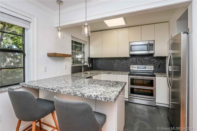 7840 SW 55th Ave 21B, Miami, FL 33143 (MLS #A11026619) :: The Riley Smith Group