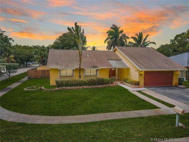 740 SW 99th Ave, Pembroke Pines, FL 33025 (MLS #A11026903) :: Green Realty Properties