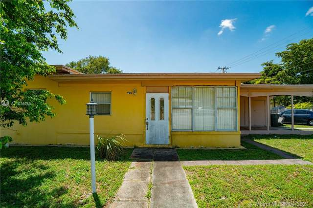 900 NE 135th St, North Miami, FL 33161 (MLS #A11026986) :: Green Realty Properties