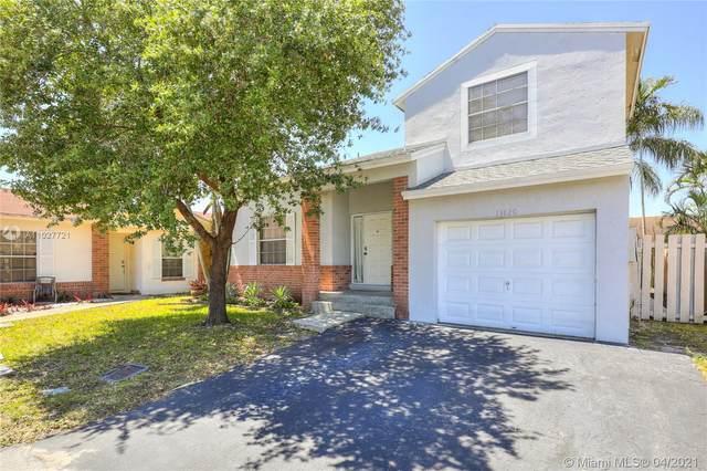 13820 Cumberland Pl, Davie, FL 33325 (MLS #A11027721) :: Carole Smith Real Estate Team