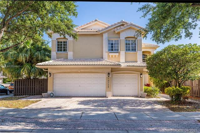 10738 NW 70th Ln, Doral, FL 33178 (MLS #A11028841) :: Albert Garcia Team