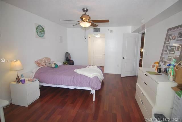 1200 Brickell Bay Dr #1818, Miami, FL 33131 (MLS #A11029076) :: Patty Accorto Team