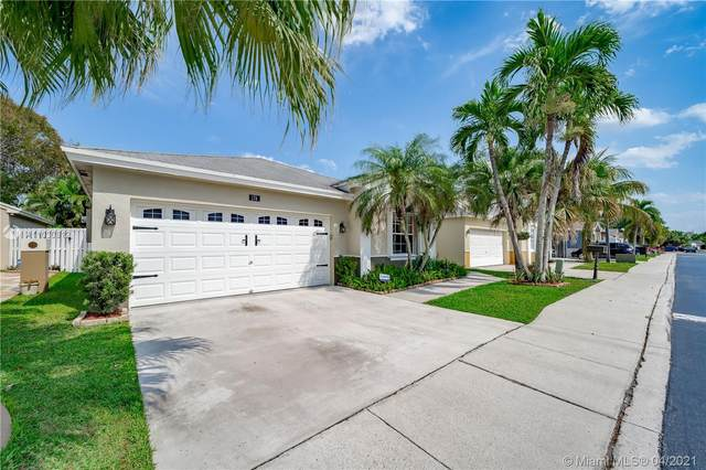 174 E Riverbend Dr, Sunrise, FL 33326 (MLS #A11030912) :: The Riley Smith Group