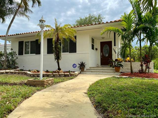 1560 Catalonia Ave, Coral Gables, FL 33134 (MLS #A11032313) :: Compass FL LLC