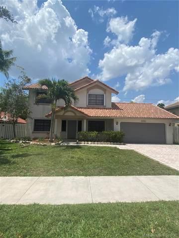 1011 Amherst Ave, Davie, FL 33325 (MLS #A11032771) :: Carole Smith Real Estate Team