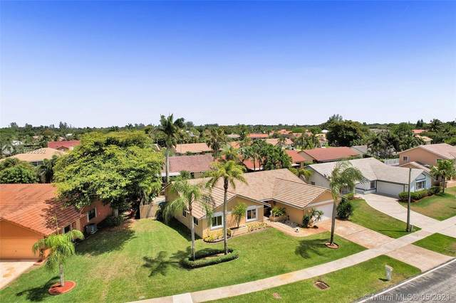 5600 W Waterford Dr, Davie, FL 33331 (MLS #A11032852) :: Equity Realty