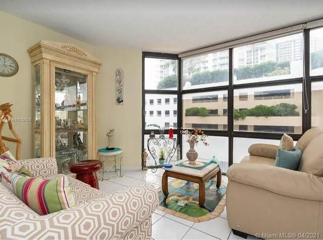 6423 Collins Ave #401, Miami Beach, FL 33141 (MLS #A11032924) :: The Howland Group