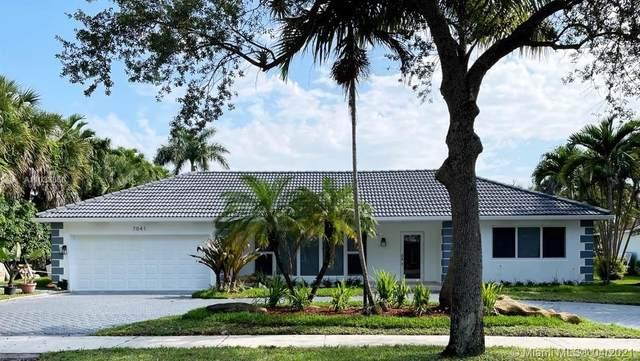 7041 Torphin Pl, Miami Lakes, FL 33014 (MLS #A11033866) :: The Riley Smith Group