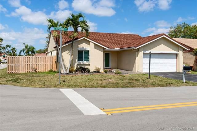 5941 Epsom Ln, Davie, FL 33331 (MLS #A11034845) :: The Rose Harris Group