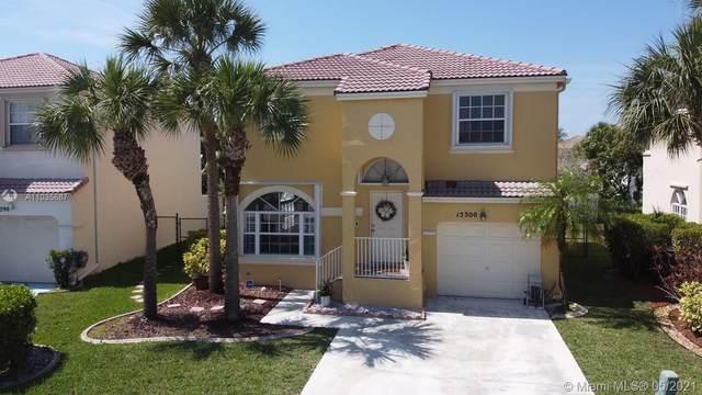 15300 NW 7th St, Pembroke Pines, FL 33028 (MLS #A11035687) :: Team Citron