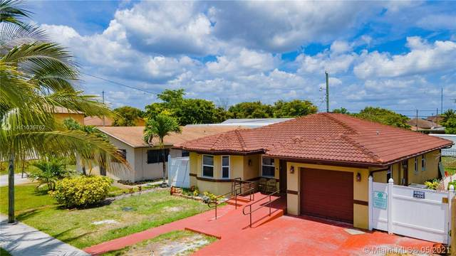 2461 NW 13th Ct, Fort Lauderdale, FL 33311 (MLS #A11035762) :: The Howland Group