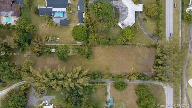 9840 SW 104th St, Miami, FL 33176 (MLS #A11036384) :: The Rose Harris Group