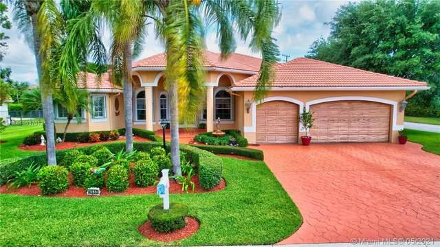 4533 Bucida Rd, Boynton Beach, FL 33436 (MLS #A11037012) :: Miami Villa Group