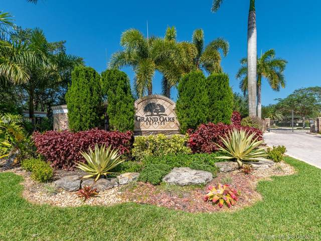 12603 Grand Oaks Dr, Davie, FL 33330 (MLS #A11037589) :: The Rose Harris Group