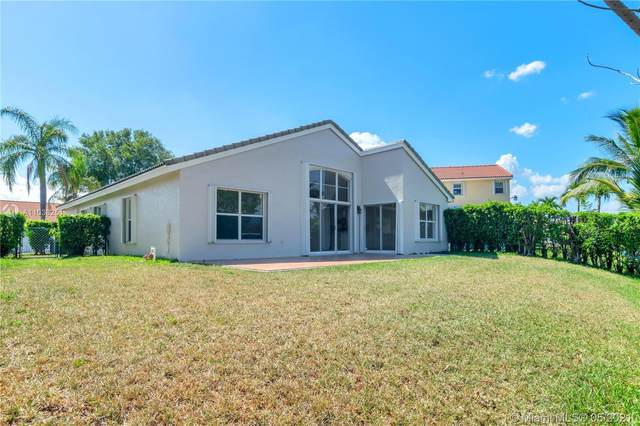 985 NW 165th Ave, Pembroke Pines, FL 33028 (MLS #A11038251) :: The Riley Smith Group