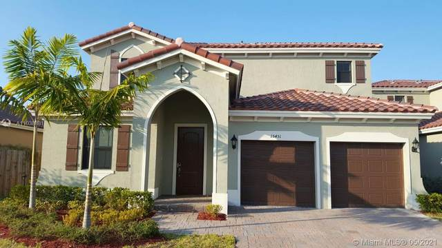 15451 SW 173rd Ln, Miami, FL 33187 (MLS #A11038381) :: The Rose Harris Group