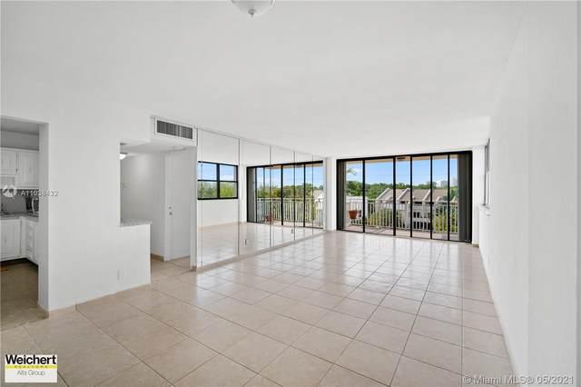 2450 NE 135th St #302, North Miami, FL 33181 (MLS #A11038432) :: Dalton Wade Real Estate Group