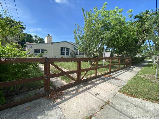 2310 SW 7th Ave, Miami, FL 33129 (MLS #A11038452) :: The Rose Harris Group
