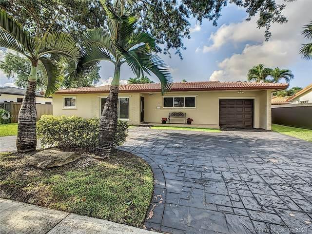 6930 Bamboo St, Miami Lakes, FL 33014 (MLS #A11039303) :: Berkshire Hathaway HomeServices EWM Realty