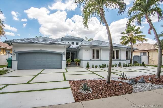 7814 NW 165th St, Miami Lakes, FL 33016 (MLS #A11039748) :: Berkshire Hathaway HomeServices EWM Realty