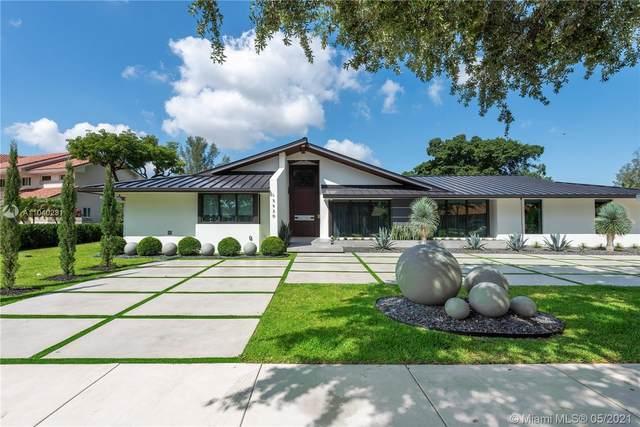 15820 W Prestwick Pl, Miami Lakes, FL 33014 (MLS #A11040231) :: GK Realty Group LLC