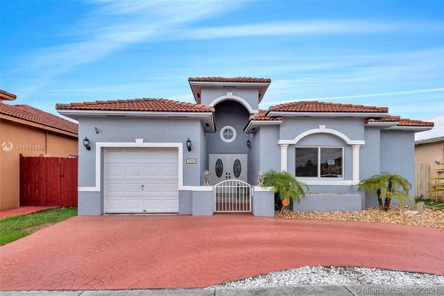 15909 SW 54th Ter, Miami, FL 33185 (MLS #A11041586) :: The Riley Smith Group