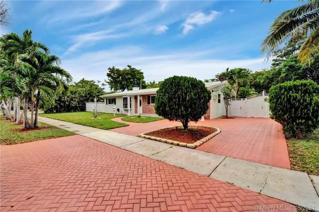 6590 Lake Blue Dr, Miami Lakes, FL 33014 (MLS #A11042392) :: Berkshire Hathaway HomeServices EWM Realty