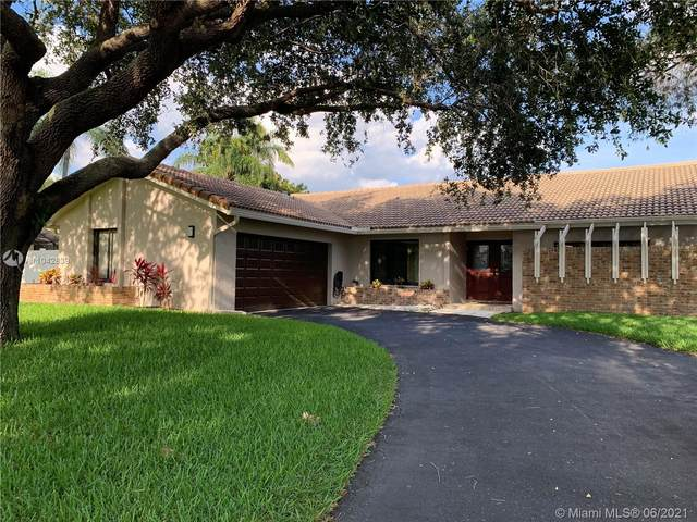 1086 NW 97th Ave, Plantation, FL 33322 (MLS #A11042839) :: The Teri Arbogast Team at Keller Williams Partners SW