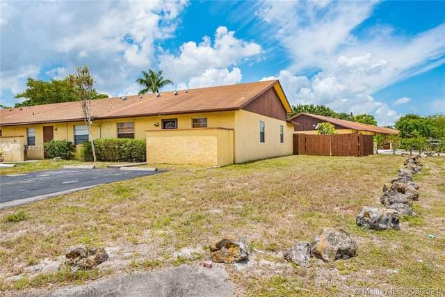 401 NW 43rd St, Deerfield Beach, FL 33064 (MLS #A11043026) :: Berkshire Hathaway HomeServices EWM Realty