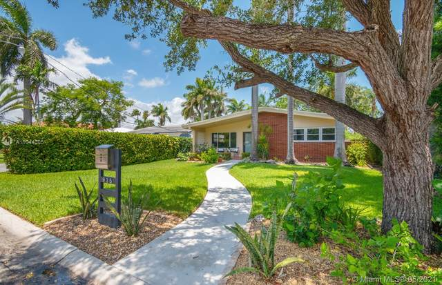935 N Northlake Dr, Hollywood, FL 33019 (MLS #A11044305) :: The Pearl Realty Group