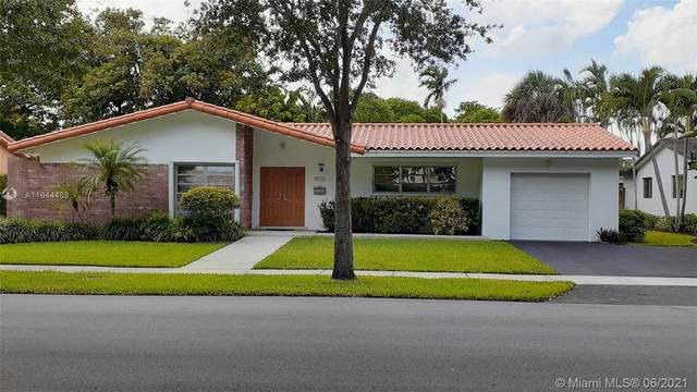 14120 Alamanda Ave, Miami Lakes, FL 33014 (MLS #A11044488) :: Berkshire Hathaway HomeServices EWM Realty
