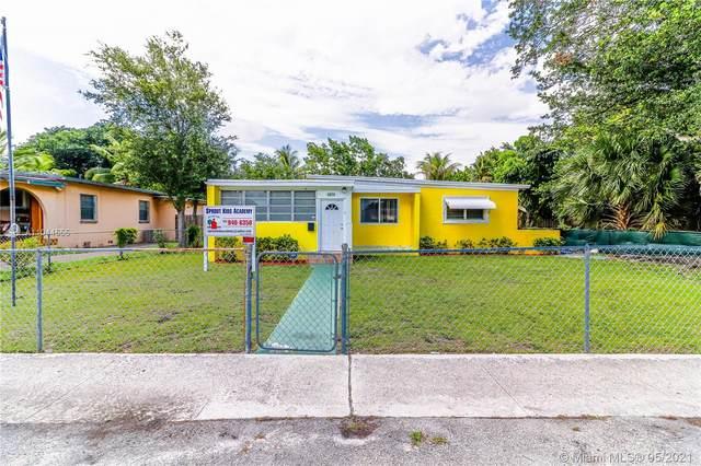 1671 NE 161st St, North Miami Beach, FL 33162 (MLS #A11044555) :: The Riley Smith Group