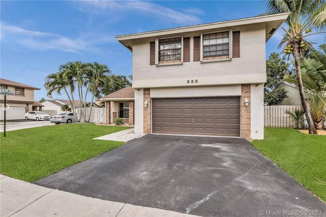 680 Willow Grove Ter, Davie, FL 33325 (MLS #A11046637) :: The Riley Smith Group