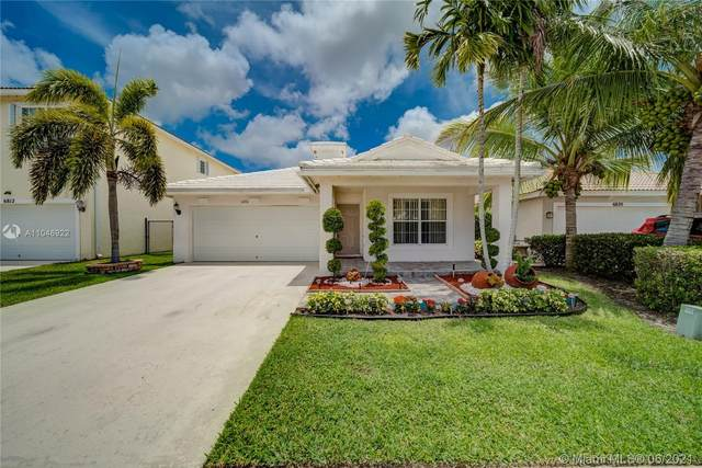 6816 Hendry Dr, Lake Worth, FL 33463 (MLS #A11046922) :: The Riley Smith Group