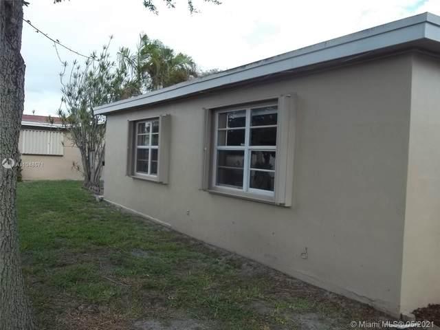 1281 NW 45th St, Deerfield Beach, FL 33064 (MLS #A11048571) :: Team Citron