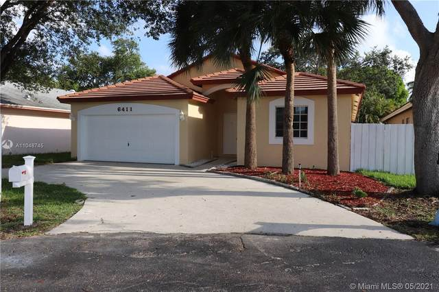 6411 SW 13th St, Plantation, FL 33317 (MLS #A11048745) :: Team Citron
