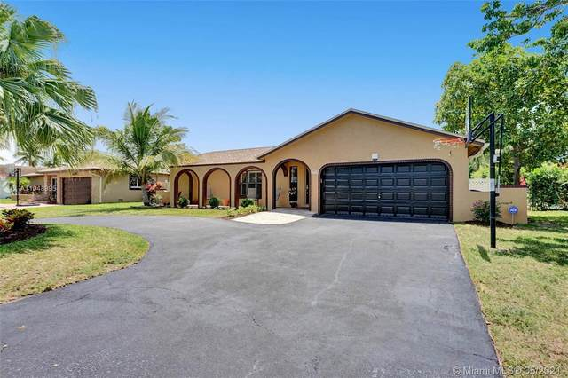 2702 NW 98th Way, Coral Springs, FL 33065 (MLS #A11048995) :: Team Citron