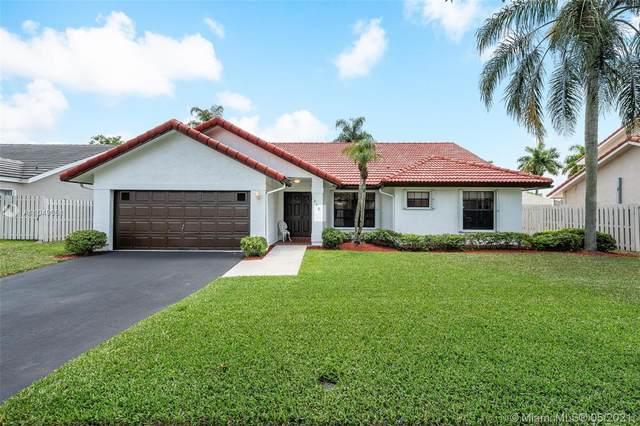 870 Amherst Ave, Davie, FL 33325 (MLS #A11049051) :: Equity Advisor Team
