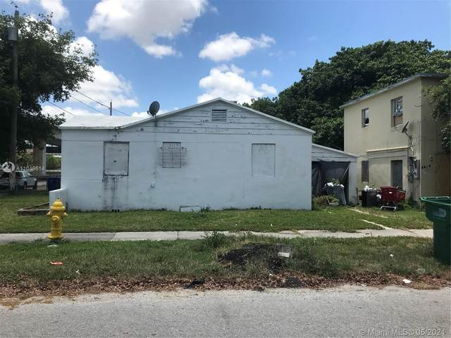 1301 NW 40th St, Miami, FL 33142 (MLS #A11049614) :: The Riley Smith Group