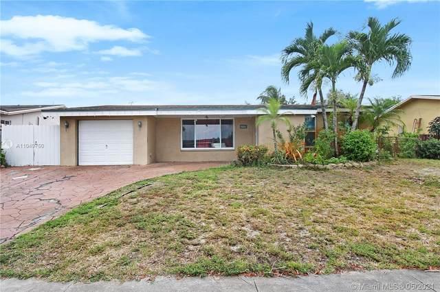 9001 NW 8th St, Pembroke Pines, FL 33024 (MLS #A11049750) :: Prestige Realty Group